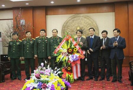 Tư lệnh Quân khu chúc Tết Tỉnh ủy, HĐND, UBND tỉnh Phú Thọ.