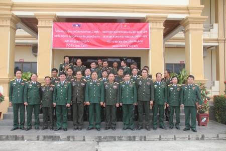 Đoàn thăm Bộ CHQS Luông Pha Băng.
