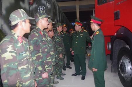 Đoàn kiểm tra phương tiện SSCĐ tại Tiểu đoàn 17, Lữ đoàn 543.