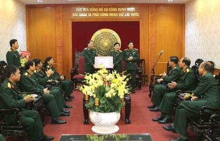 Đoàn chúc Tết Bộ CHQS tỉnh Phú Thọ.