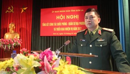 Đồng chí Phó Tư lệnh Quân khu phát biểu chỉ đạo hội nghị.