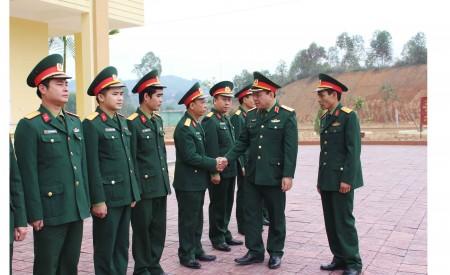 Phó Tư lệnh Quân khu đến thăm, kiểm tra tại Trung đoàn 121, Bộ CHQS tỉnh Yên Bái.