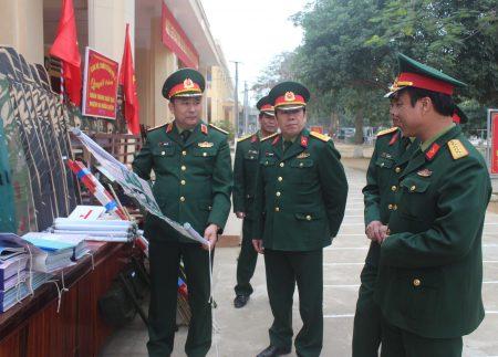 Kiểm tra mô hình, học cụ huấn luyện chiến sỹ mới tại Trung đoàn 254.