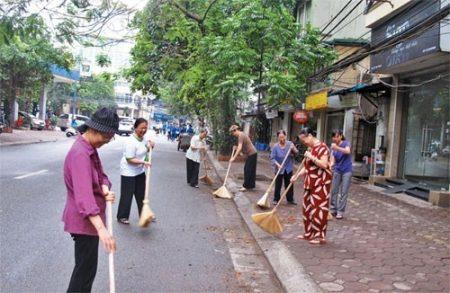 Những tuyến đường sạch đẹp vì có sự chung tay, góp sức của đông đảo tầng lớp nhân dân. Ảnh minh họa.