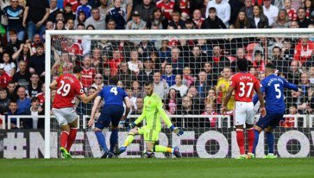 Gestede đem về bàn gỡ cho Middlesbrough ở phút 77 của trận đấu. Ảnh: Reuters