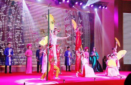 Văn nghệ chào mừng Lễ khai trương Khách sạn Mường Thanh Luxury Phú Thọ.