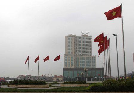 Khách sạn Mường Thanh Luxury Phú Thọ bên Quảng trường Hùng Vương.