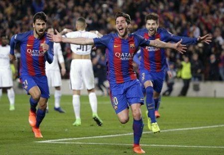 Roberto ăn mừng bàn thắng cùng các đồng đội. Ảnh: Dailymail