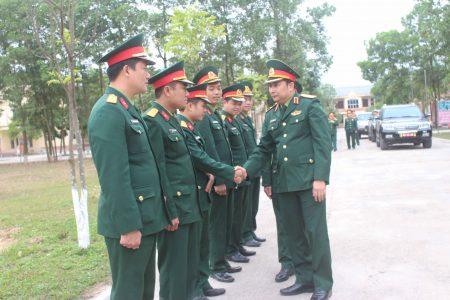 Đồng chí Tư lệnh QK đến thăm và kiểm tra Trung đoàn 834.
