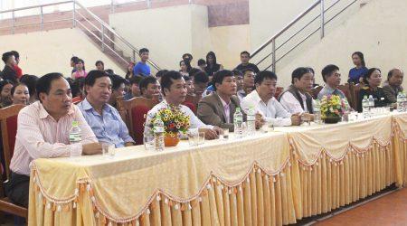 Các đại biểu tới dự buổi lễ.