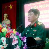 Đại tá Trần Ngọc Tuấn, Phó Chủ nhiệm Chính trị Quân khu phát biểu tại hội nghị