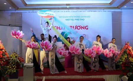 Văn nghệ chào mừng sự kiện Viettel Phú Thọ khai trương mạng 4G.