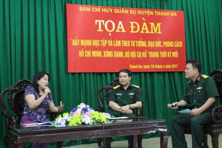 Đồng chí Nguyễn Thị Kim Dung, Phó ban Tuyên giáo Huyện ủy và Thiếu tá Cao Hồng Văn, CTV Ban CHQS huyện Thanh Ba tham gia tọa đàm.