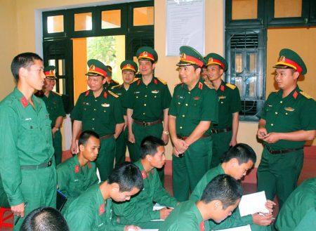 Tư lệnh Quân khu kiểm tra tại Trung đoàn 148, Sư đoàn 316.
