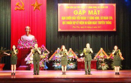 """Tiết mục văn nghệ của Ban nhạc """"Đồng đội"""" CCB huyện Phù Ninh (Phú Thọ) chào mừng gặp mặt."""