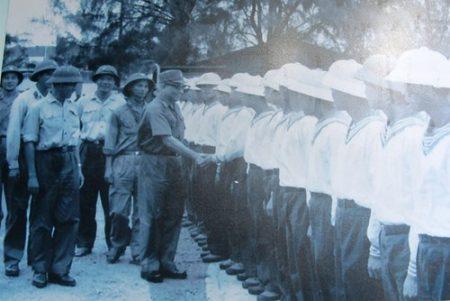 Đại tướng Văn Tiến Dũng thăm Bộ đội Hải quân năm 1984.Ảnh tư liệu