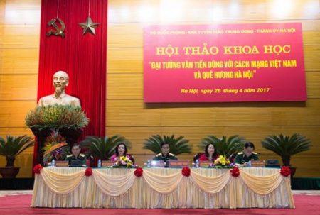 Đoàn chủ tịch điều hành hội thảo.
