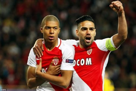 Cặp tiền đạo Mbappe và Falcao ghi 2 bàn thắng chóng vánh, giúp Monaco có kết quả thuận lợi trước Dortmund ở trận tứ kết lượt về. Ảnh: Dailymail