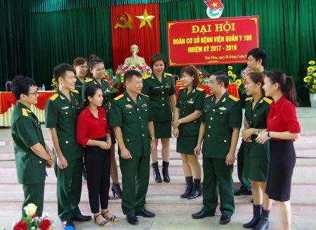 Các đại biểu trao đổi phương pháp tổ chức hoạt động công tác đoàn và phong trào thanh niên nhiệm kỳ mới.