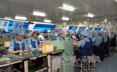 Dây chuyền sản xuất của nhà máy Canon Việt Nam. Ảnh: Danh Lam/TTXVN