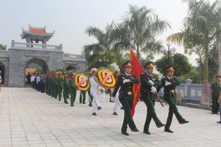 Rước linh cữu các anh hùng liệt sĩ về an nghỉ tại nghĩa trang Tông Khao, huyện Điện Biên, tỉnh Điện Biên.