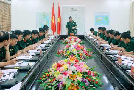 Thiếu tướng Lê Quang Chính, Cục trưởng Cục Quân lực chủ trì buổi làm việc với Bộ CHQS tỉnh Tuyên Quang.