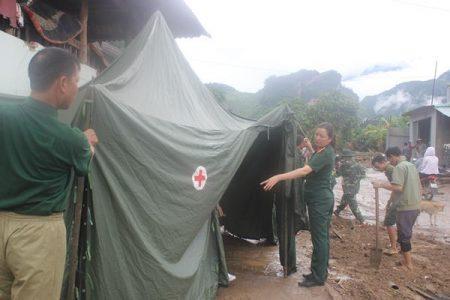 Tổ công tác Quân y triển khai trạm khám bệnh tại bản Hua Nặm xã Nặm Păm, huyện Mường La-Sơn La.