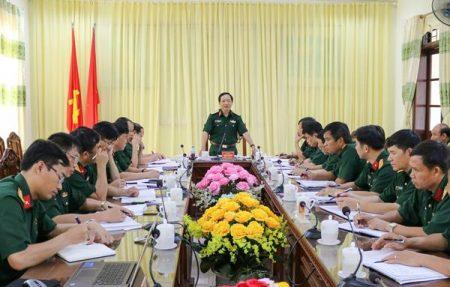 Thiếu tướng Trịnh Văn Quyết chủ trì buổi làm việc.