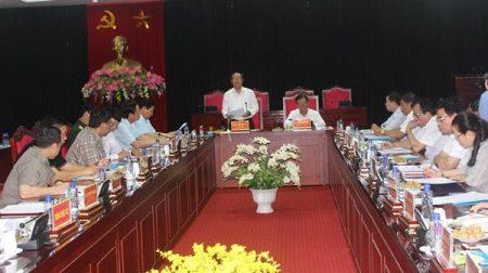 Đại tướng Đỗ Bá Tỵ, Phó Chủ tịch Quốc hội làm việc với lãnh đạo tỉnh Sơn La về tình hình khắc phục hậu quả lũ quét.