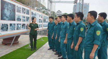 Giáo dục truyền thống yêu nước, lòng tự hào dân tộc thông qua hoạt động triển lãm lưu động của Bảo tàng Quân khu.