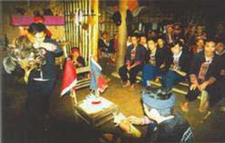 Phần lễ cầu thần linh tại miếu thờ.