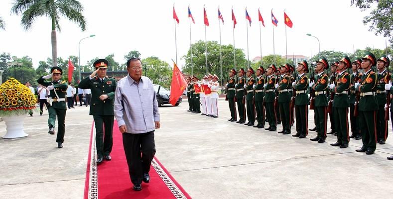 Một số hoạt động của Tổng Bí thư, Chủ tịch Nước Cộng hòa DCNDLào tại Bộ Tư lệnh Quân khu